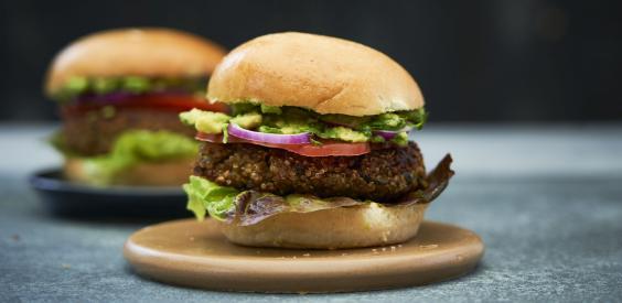 Vegetariske quinoa-burgere