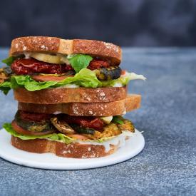Courgette-Lettuce-Tomato sandwich