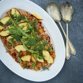 Salat med spelt & røde linser og fersken
