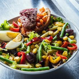 Salade Niçoise mit frischem Thunfisch