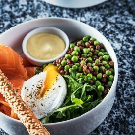 Salade healthy lentilles pois et saumon fumé