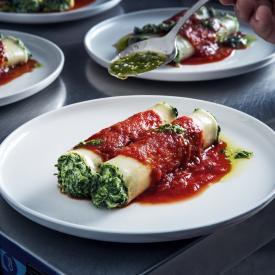 Cannelloni d'épinards, volaille et feta au sésame grillé