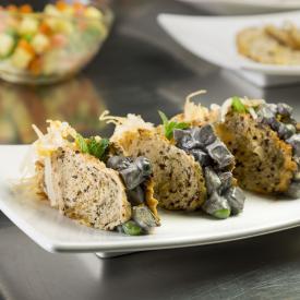 Crostino di pane disidratato con insalata russa al nero di seppia e germogli
