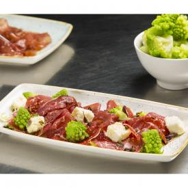 Carpaccio di manzo con marshmallows di pecorino e romanesco
