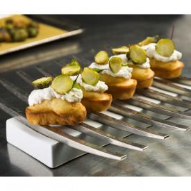 Mini cake salati con spuma al caprino e cavolini di Bruxelles fritti
