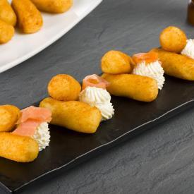 Crocchette di patate con spuma di ricotta e salmone