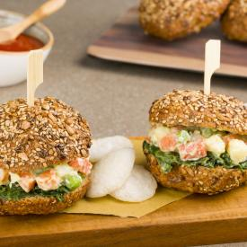 Mini sandwich con insalata russa e friarielli al tabasco
